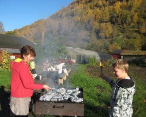 Grilling av fjellaure til haustfesten