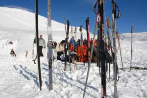 Skitur - Det er mulig å kjøre slalåm på Filefjell. Ellers er det flott å gå på ski oppe på fjellet. I det hele tatt er det mange muligheter for friluftsliv i Aurland.