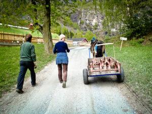Harven transporteres til åkeren