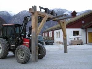Fyrste grinda blir transportert til byggjeplassen