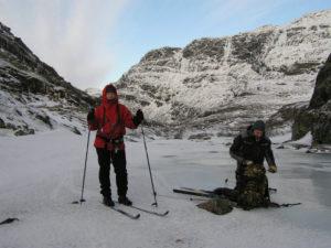 I helga har nokre elevar teke turen til fjells i håp om å få glimt av sola, den ser vi ikkje frå dalen no
