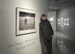 Jens Hauge har donert 7 fotografier til Redd økoskulen-kampanjen. Tre av dem ble solgt på Open dag. De siste vil bli auksjonert bort senere.