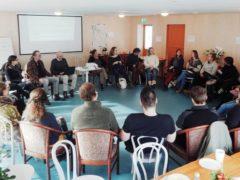 Godt oppmøte på første seminar i Aurland med Ove Jakobsen og Vivi Storsletten.