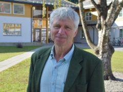 I GANG: Børre Solberg, fersk rektor ved Sogn Jord- og Hagebruksskule, møtte elevane for første gong då skulen opna måndag. Foto: Ole Ramshus Sælthun